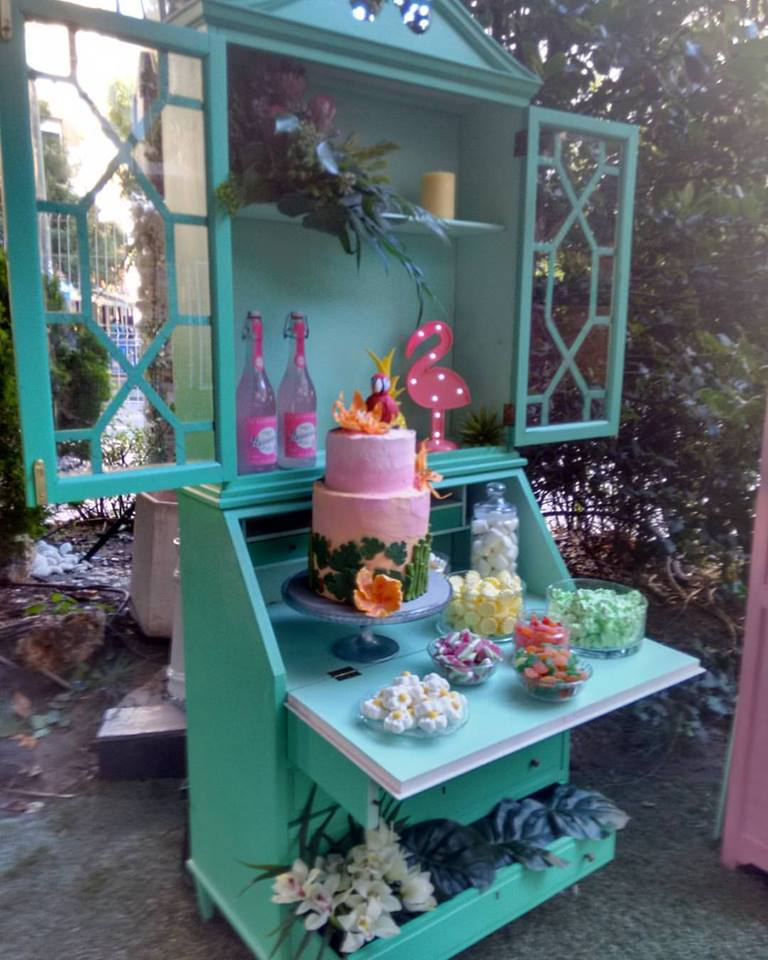 evento empresa, candybar tropical, flamenco, tarta, chuches